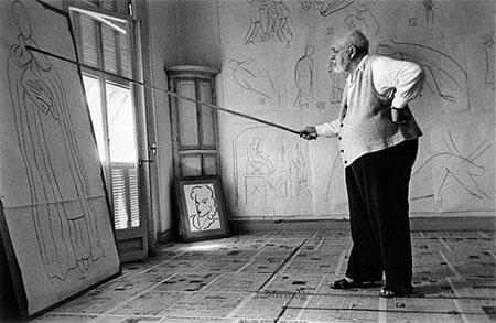 Henri Matisse drawing sketches for the murals of the Chapelle des Dominicains, France, 1950<br/>