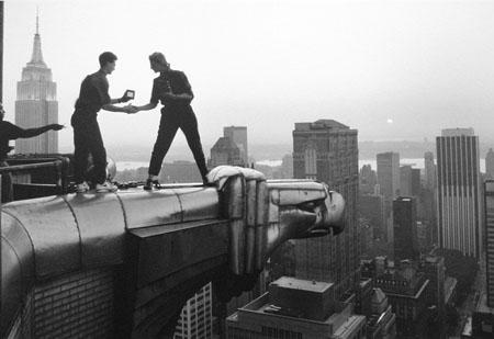 Annie Leibovitz and assistant Robert Bean on the Chrysler Building, New York City, 1991<br/>