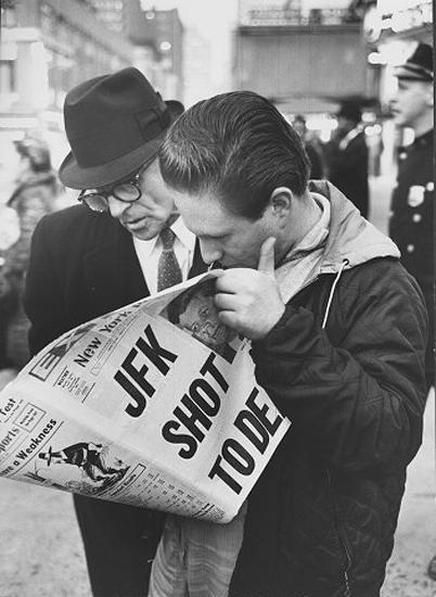 Ralph Morse - New Yorkers reading of assassination of President John F. Kennedy, 1963<br/>