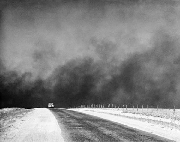 Heavy black clouds of dust rising over the Texas Panhandle, April 1936<br/>