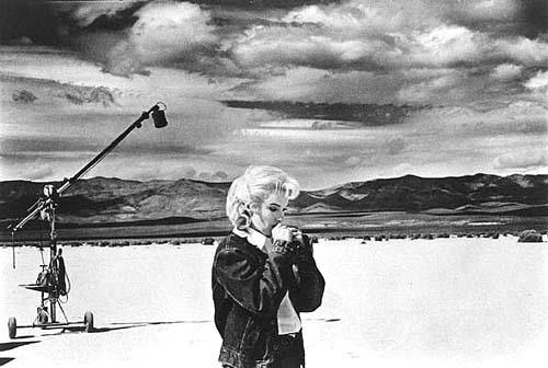 "Marilyn Monroe rehearsing lines on the set of ""The Misfits"", 1960<br/>"